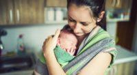 Comment porter un nourrisson en écharpe ?
